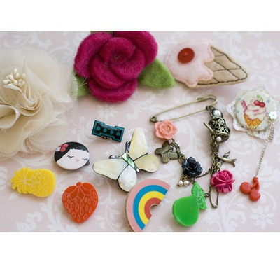 Lot of mixed brooches