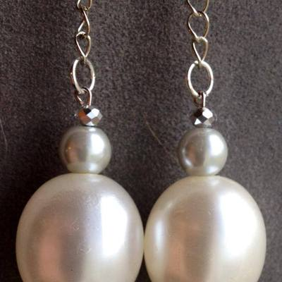 Kelly-vintage large egg shaped pearl silver filled chain dangle earrings