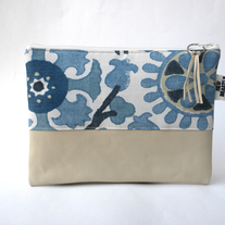LEATHER CLUTCH IN BLUE MEDALLIONS