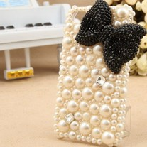 Pearl Case with Black Bow (iPhone 5)