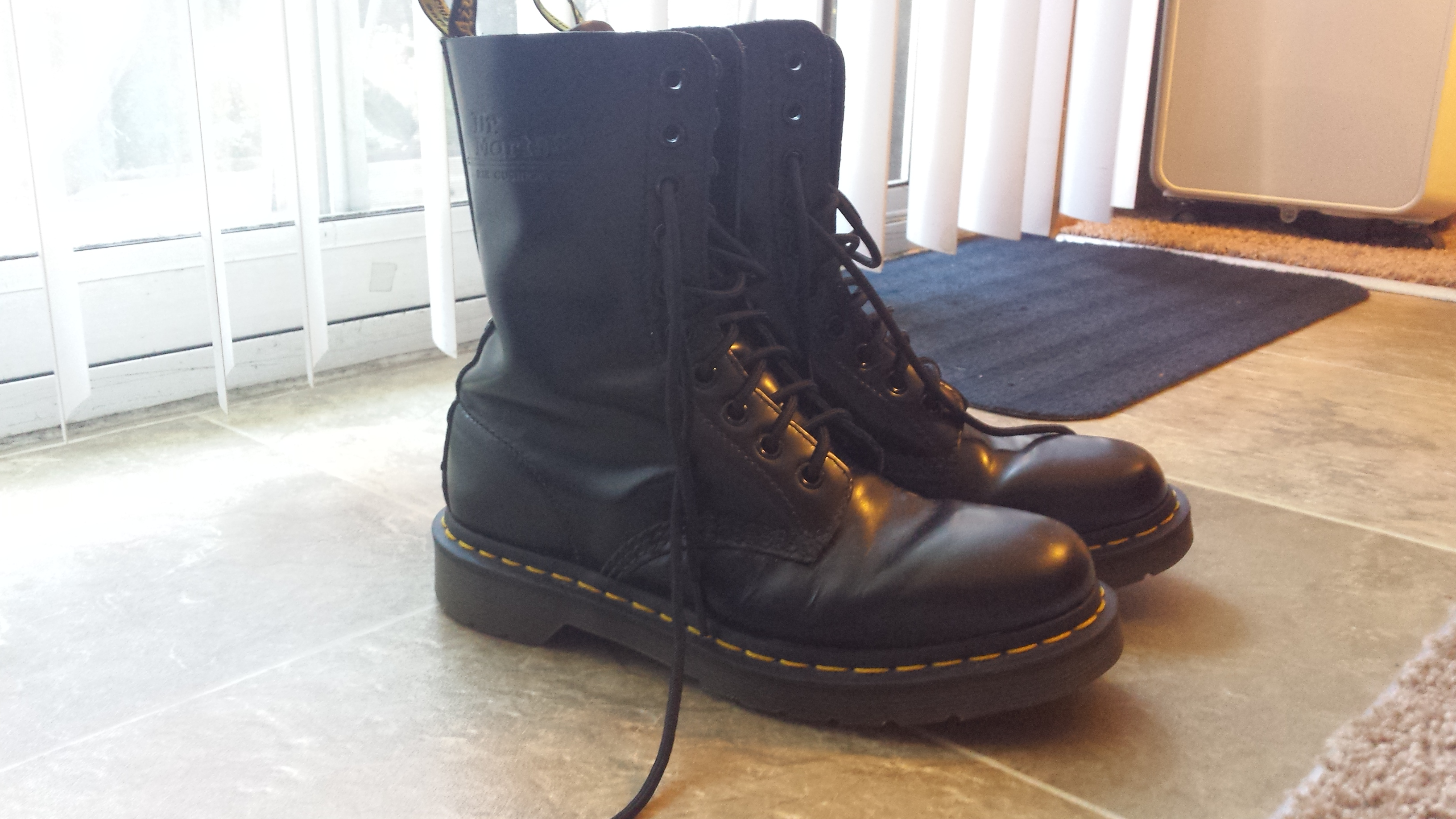dr martens 1490 size 7 10 eye black leather boots. Black Bedroom Furniture Sets. Home Design Ideas