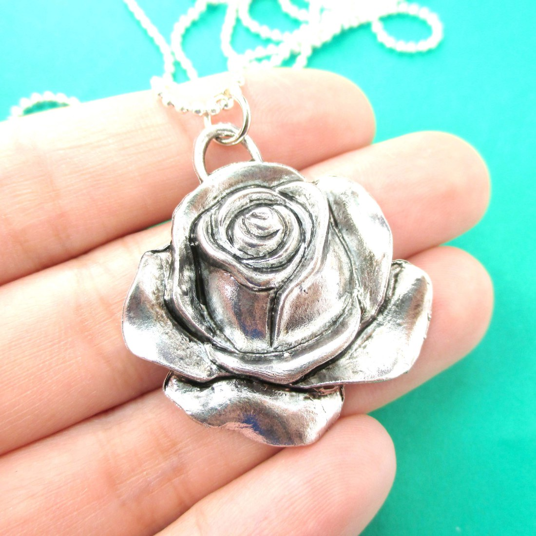 beautiful and simple rose floral shaped pendant necklace