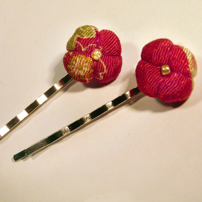 Two red chirimen hair pins