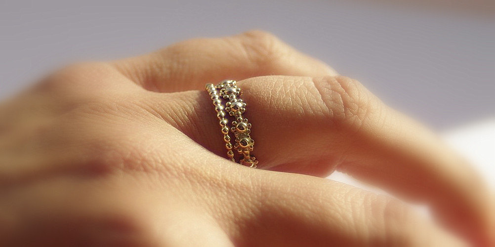 daisy chain stackable wedding ring gold dotted band stackable