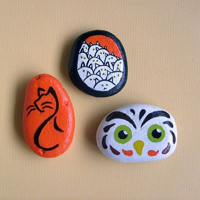 Set of 3 autumn-themed painted stones - free usa shipping