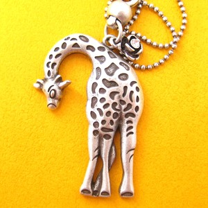 Simple Giraffe Animal Charm Necklace in Silver