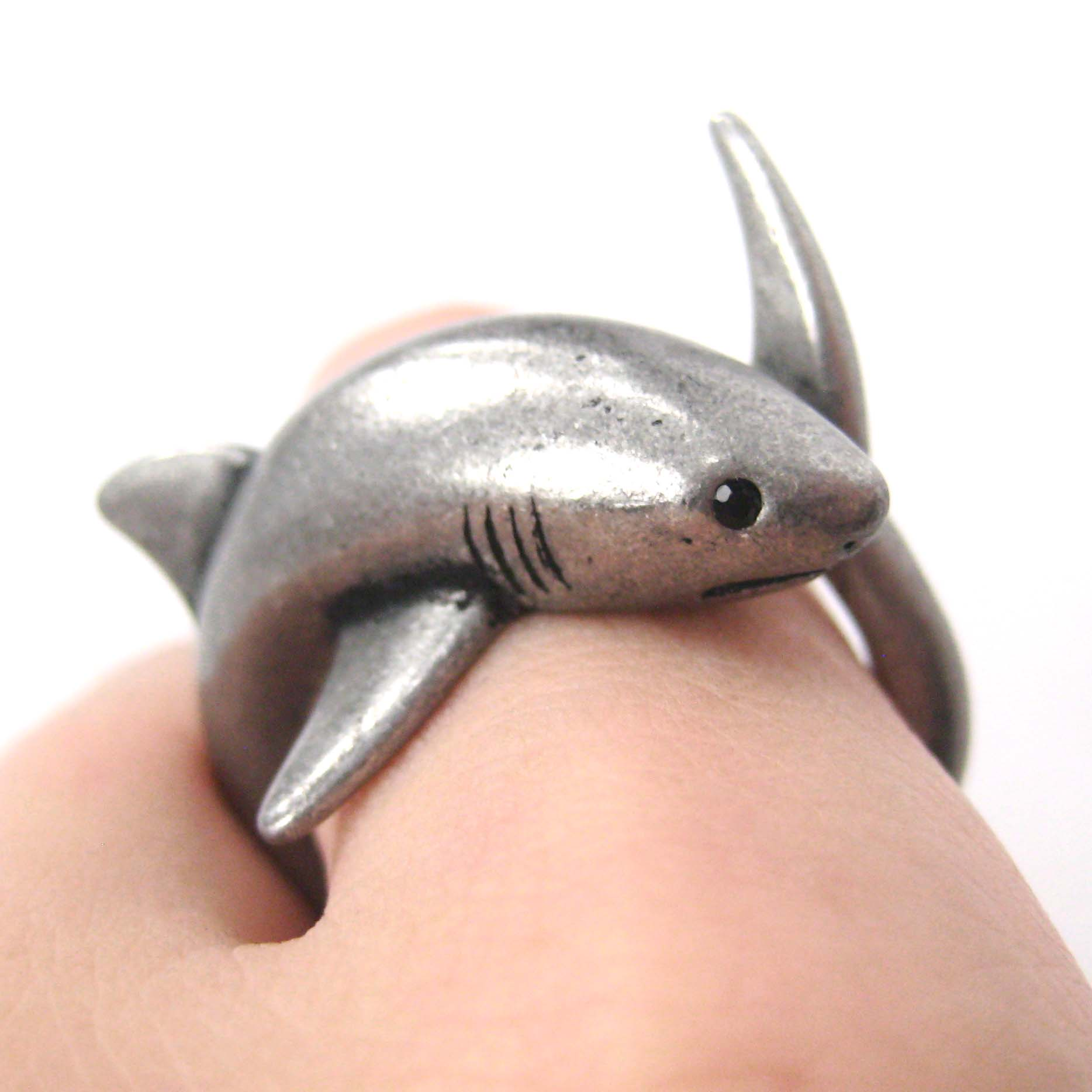 3d shark sea animal hug wrap ring in silver sizes 5 to