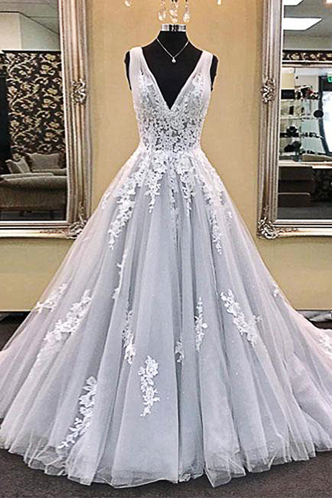 Gray Tulle V Neckling Long Prom Dress With Lace Appliques