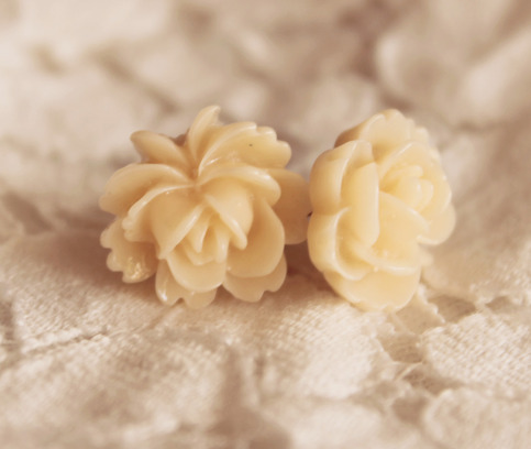 Stella Earrings {Apricot}