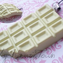 Squishy Cracking White Chocolate Bar