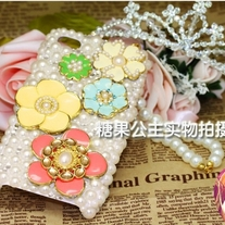 New Five Flowers OF Different Colors With All White Pearls Case For iPhone 4 (#424)