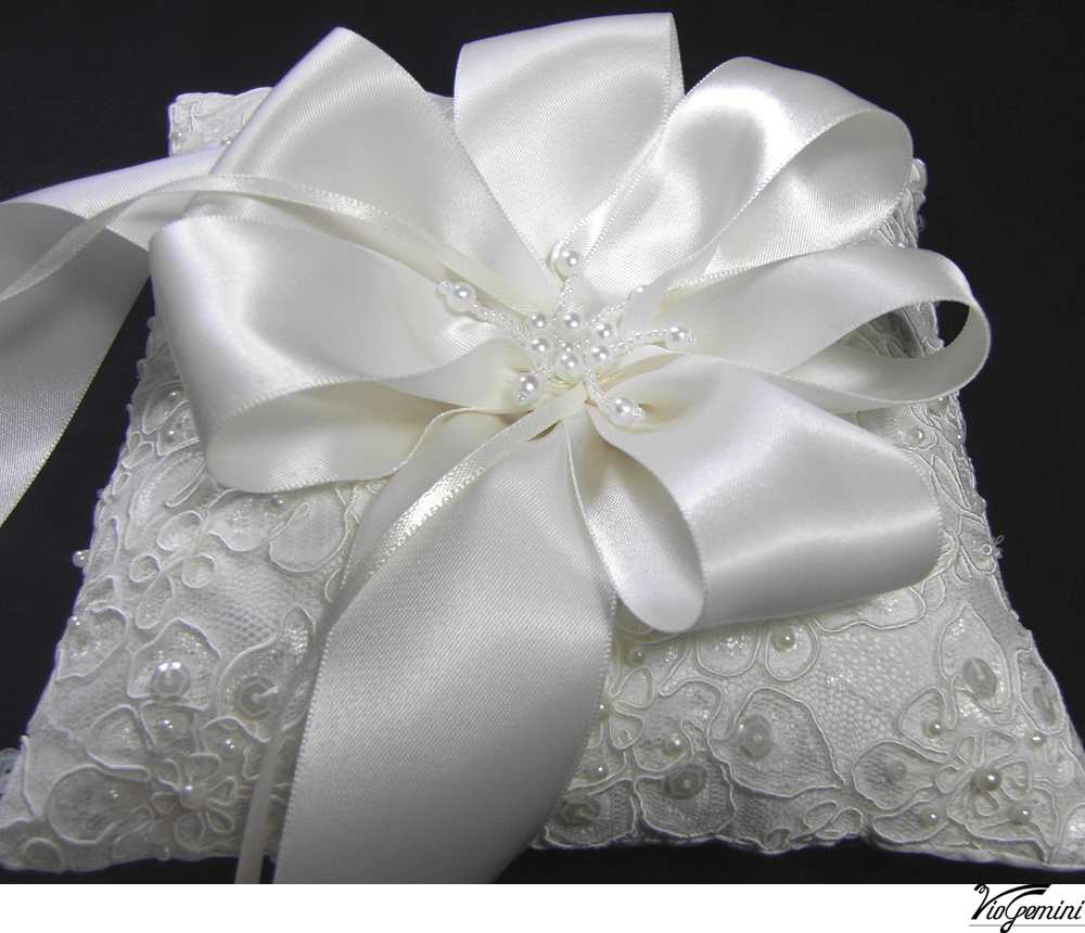 Embroidered_20alencon_20lace_20ring_20pillow_20with_20ribbon_20flower_20and_20pearl_20stamens_original