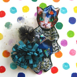 Royal Cat - Kitten Animal Brooch Pin with Pom Pom Detail