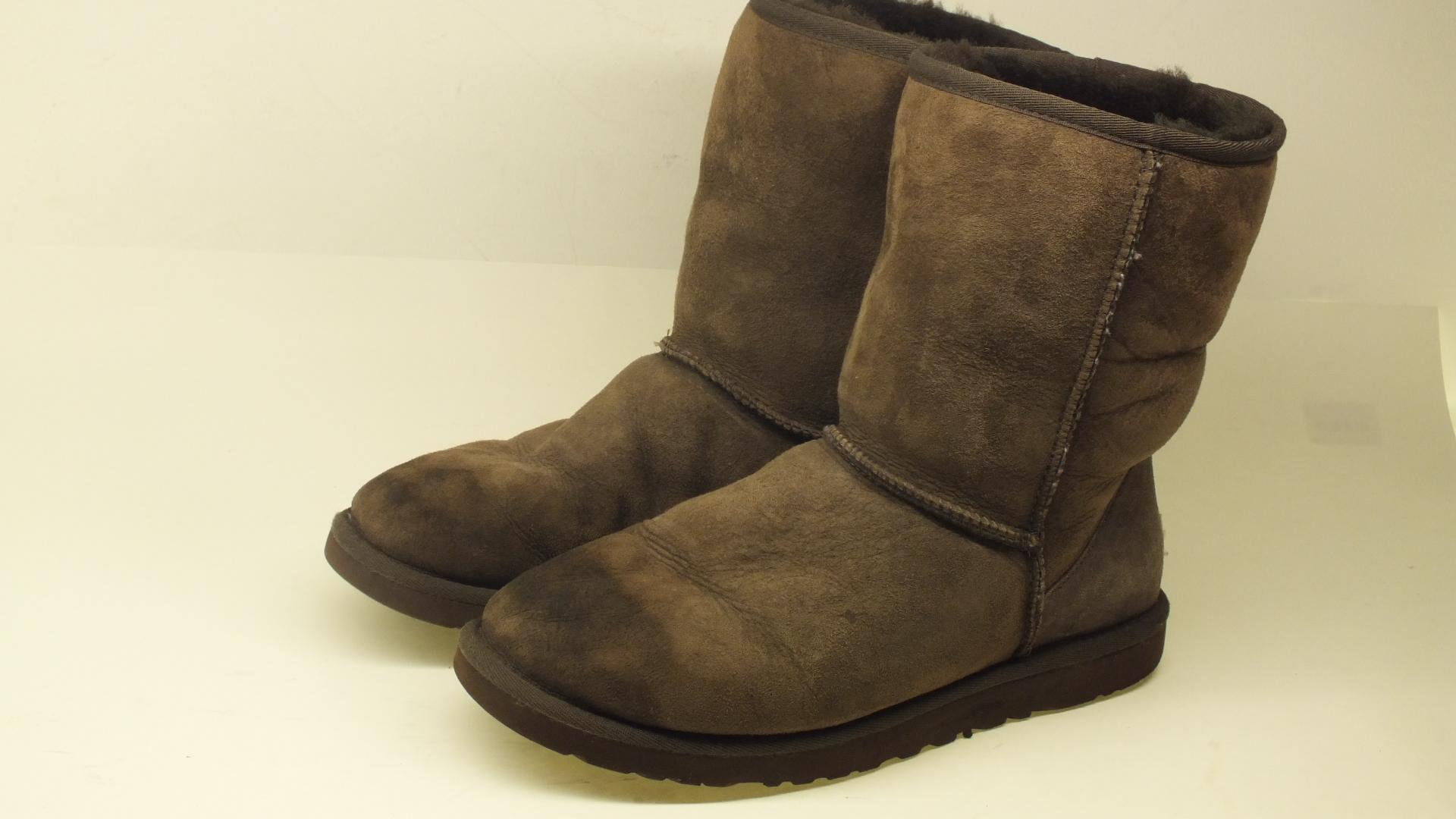 5a4d1d1a43c UGG Australia classic short women boots size 9W color brown