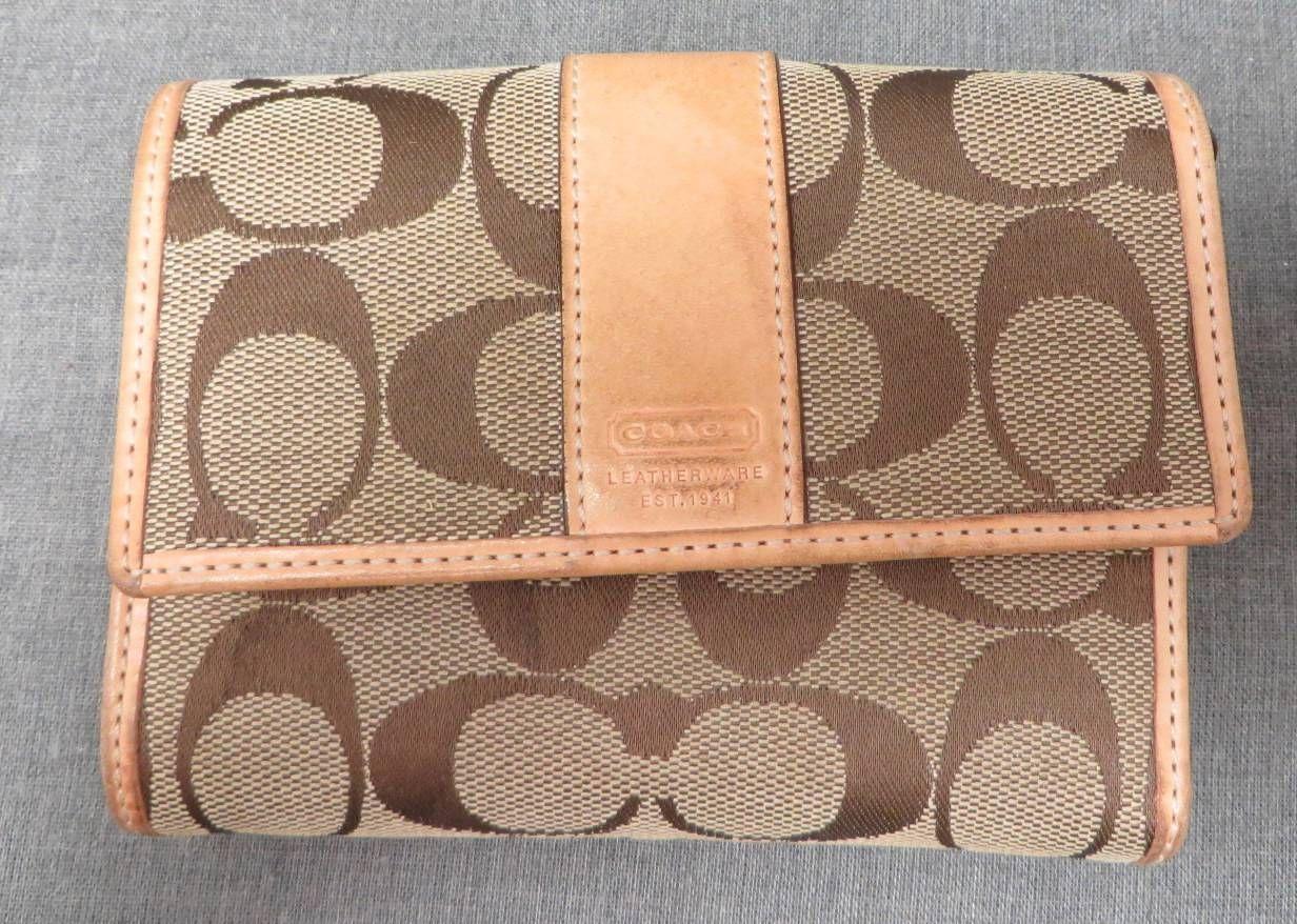 Authentic Coach Designer Signature C Tan leather Wallet/purse ~ Great Condition!! (23034618 FURBUYSPLUS TOO!!) photo