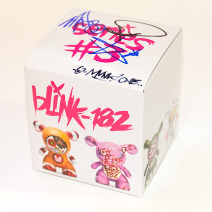 Blink-182 figurine | signed by members of the band + munk one