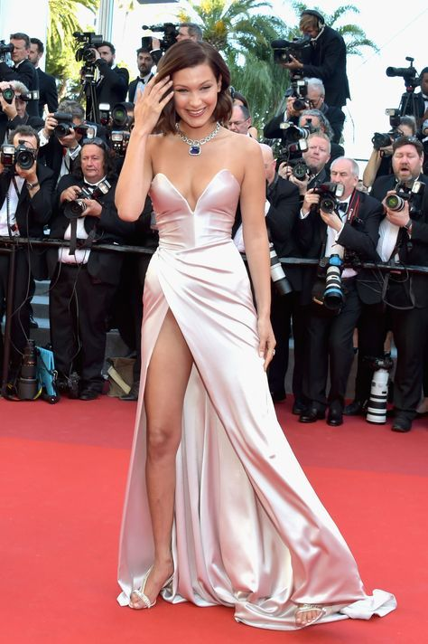 Inspired_by_Bella_Hadid_Simple_Celebrity_Dresses_Sexy_Deep_V_Neck_Side_Slit_Evening_Formal_Gowns