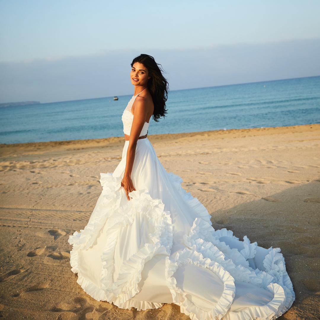 e60c8a3057 New Arrival White Two Piece Summer Beach Wedding Dress Halter ...