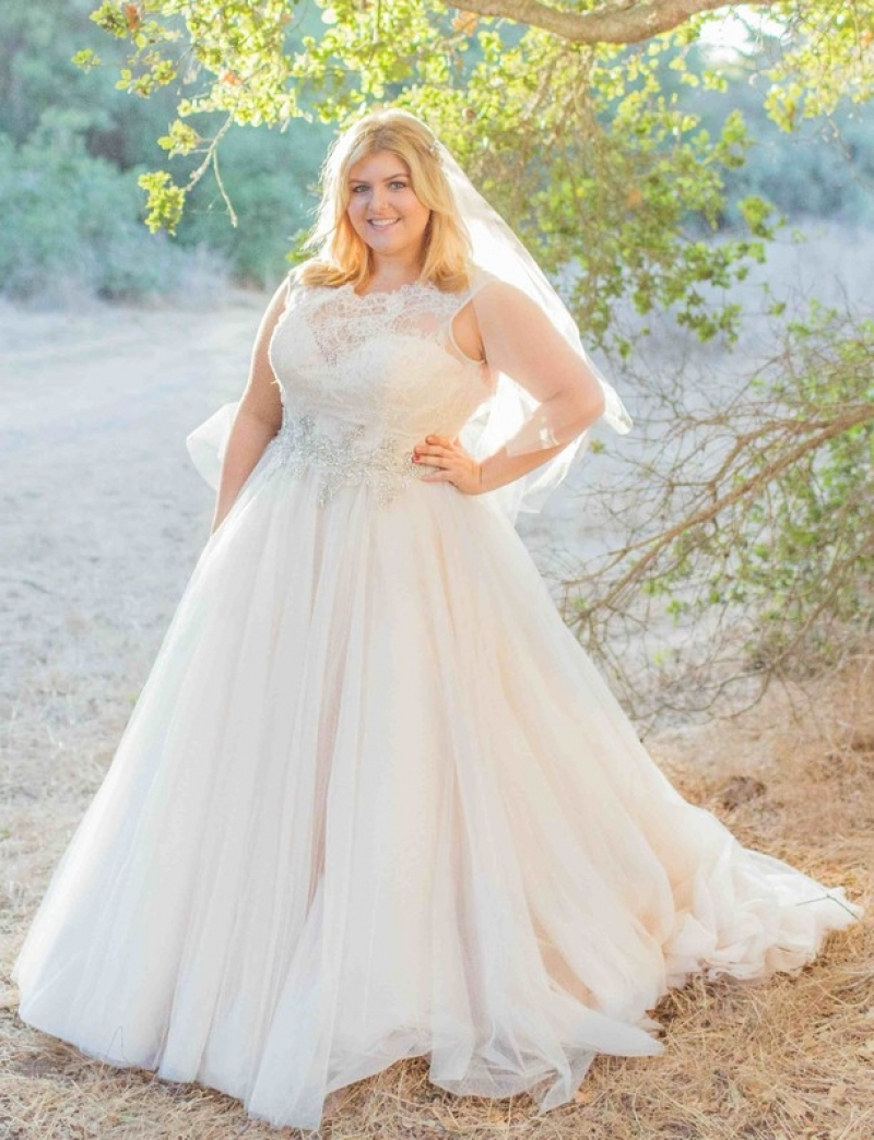 b3f8b65d506 Plus Size White Lace Wedding Dress