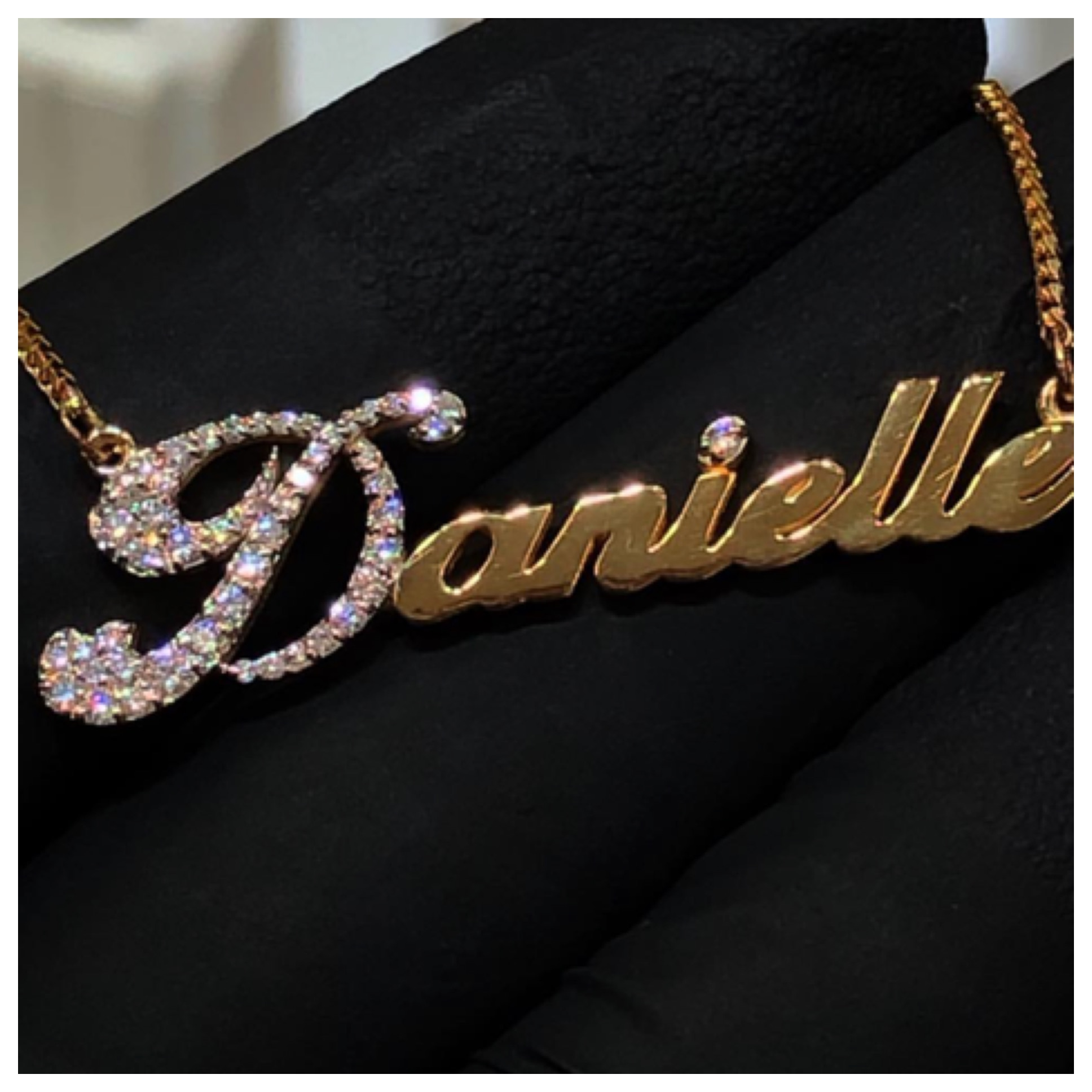 Diamond_Single_Name_Necklace